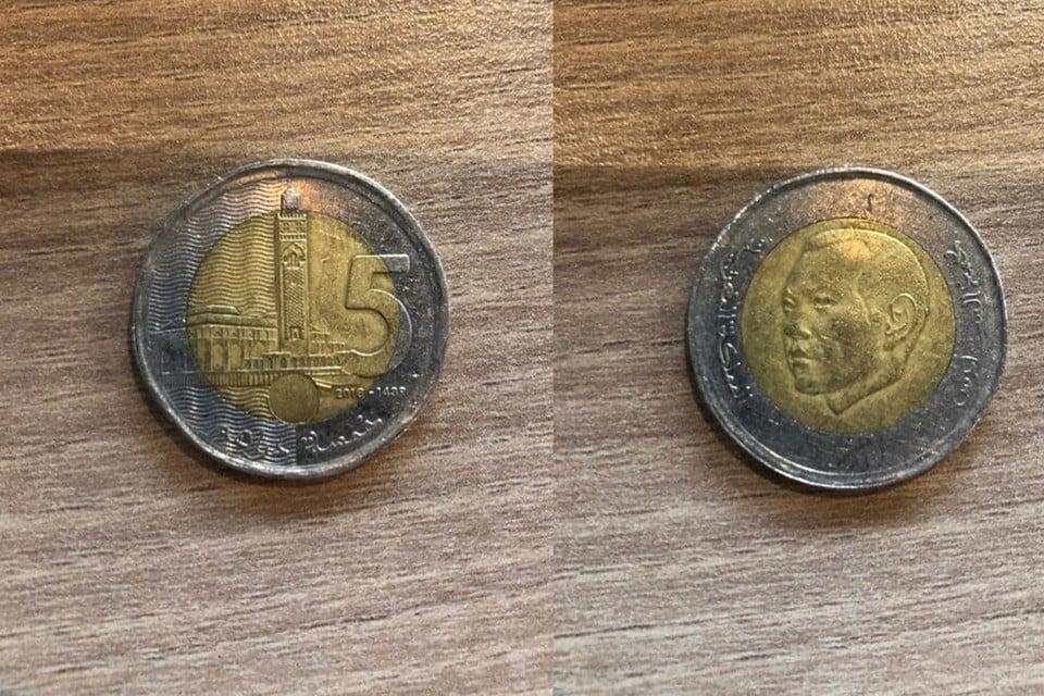 5 Marokkaanse dirham (links) en 10 Thaise baht.