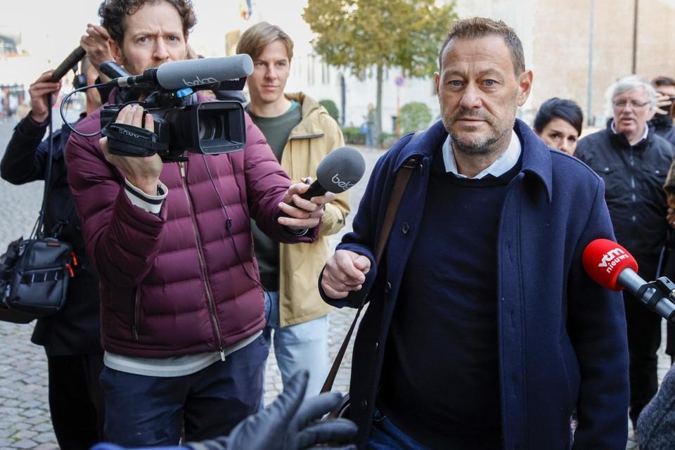 """""""Ik denk dat jullie zullen verschieten"""", zo verkondigde Bart De Pauw donderdagochtend voor hij het rechtsgebouw binnenging."""