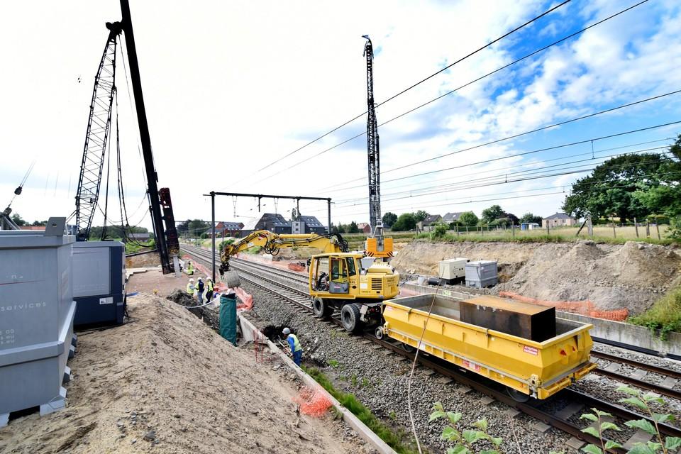 De fundamenten voor de nieuwe brug tussen de Rooi- en Nierstraat.