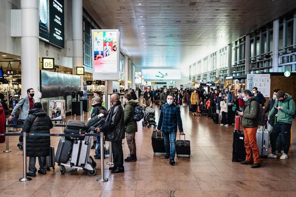 Voorlopig voert ons land geen strengere maatregelen in voor reizigers, ondanks de opmars van de Britse coronavariant.