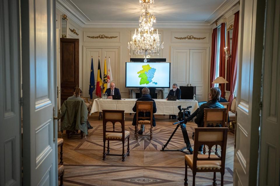 Gouverneur Jos Lantmeeters en zijn kabinetschef Ronald Hoebers, donderdag tijdens de persconferentie over de regiovorming.