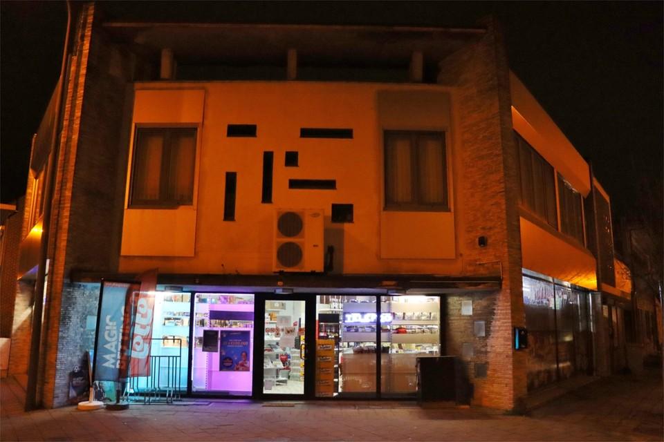 Deze nachtwinkel werd zaterdagavond overvallen.