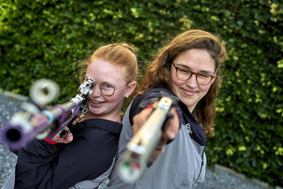 Twee jaar geleden nam Jessie Kaps (l.) samen met Lieselotte Janssen nog deel aan de zomeruniserviade, de Spelen voor Studenten, in Italië.