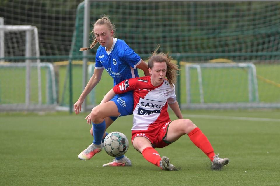 Petry, hier in actie tegen Z.-Waregem, had samen met Duijsters een groot aandeel in de zege bij Aalst.