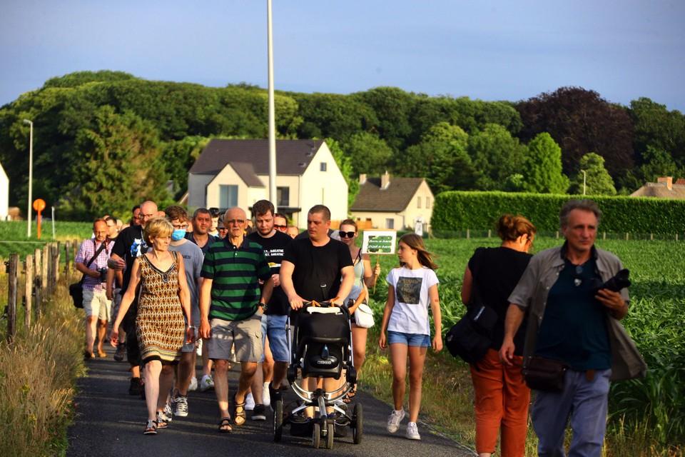 Een honderdtal sympathisanten hield zondag en stille optocht in Dilsen-Stokkem