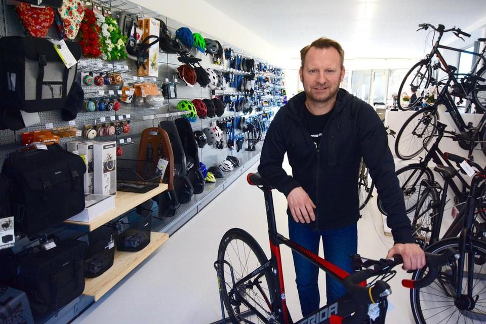 Eigenaar Ward Vandebroek baat de fietswinkel in Kortessem nu vier jaar uit.