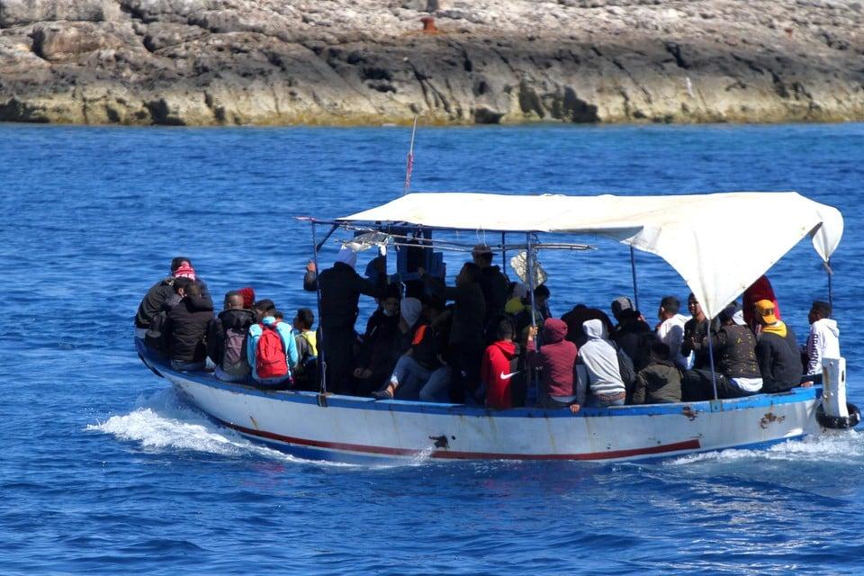 Migranten maken vanuit Afrika de oversteek naar het Italiaanse eiland (archief)
