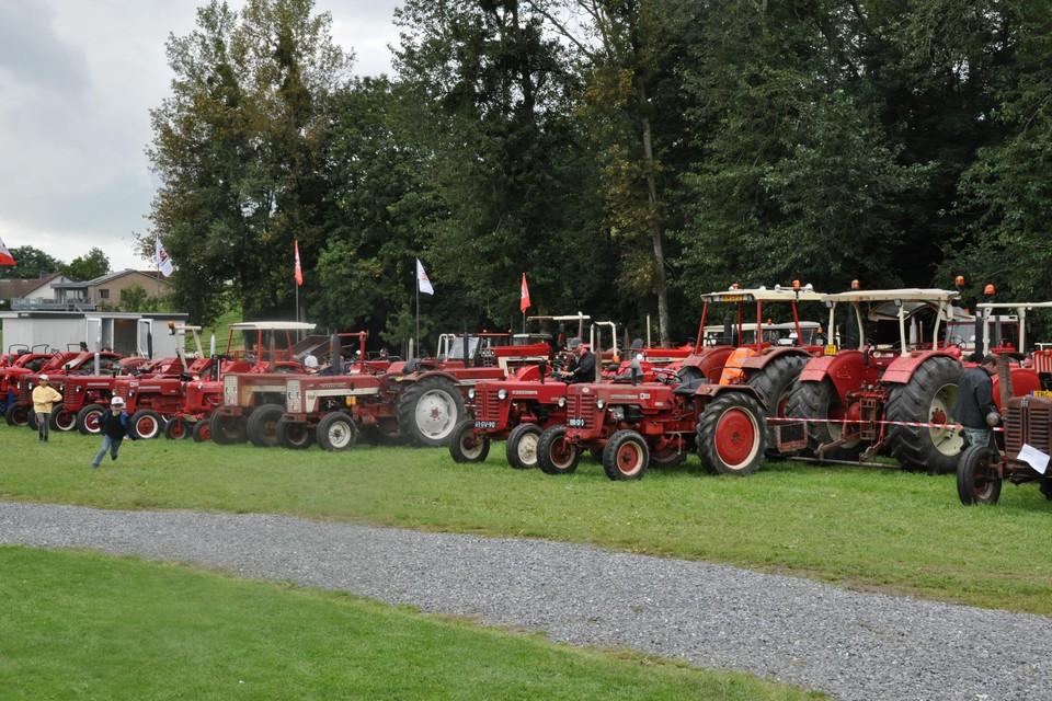Rode tractoren (International) veroverden Voeren.