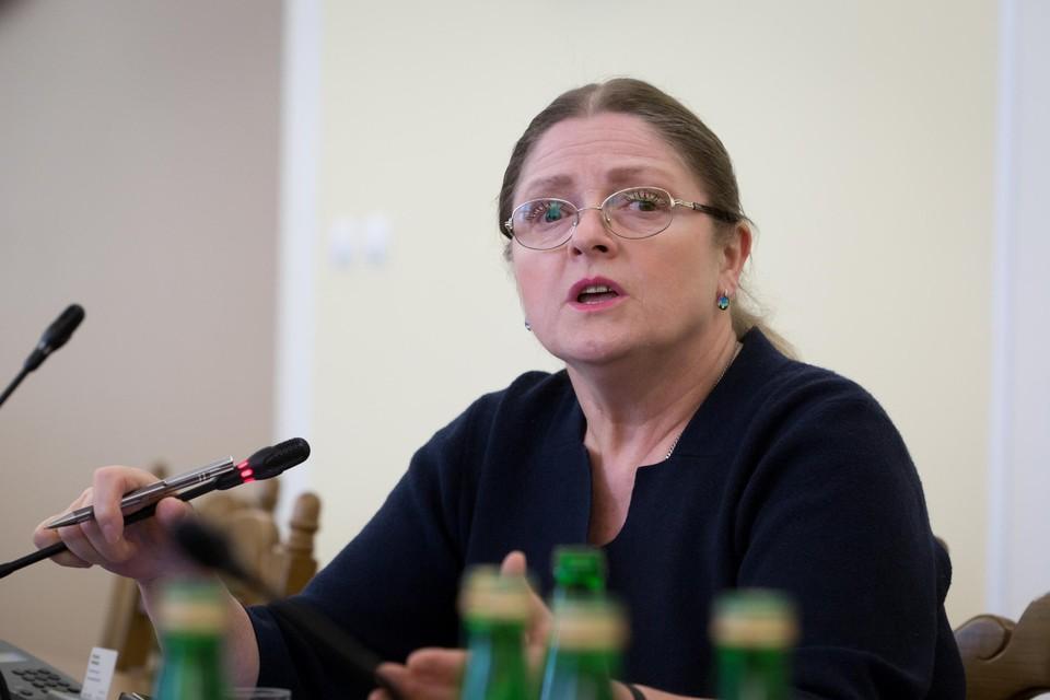Het Poolse Grondwettelijk Hof waar Krystyna Pawlowicz  deel van uitmaakt, verbood abortus ook bij zware afwijkingen van de foetus.