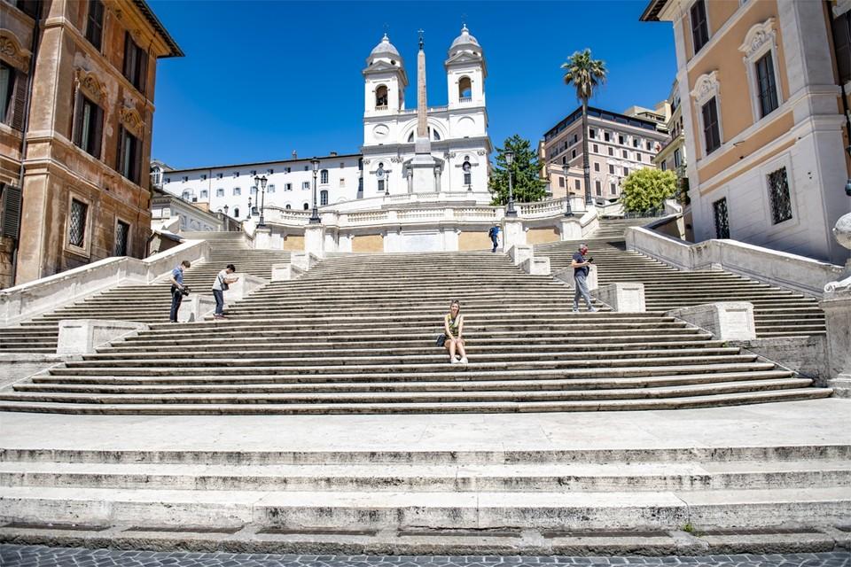 De 138 treden van de Spaanse trappen zitten normaal afgeladen vol.