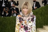 thumbnail: Vogue-hoofdredactrice Anna Wintour. Sinds 1995 valt het gala onder haar hoede en groeide het Met Gala uit tot hét belangrijkste mode-evenement ter wereld.