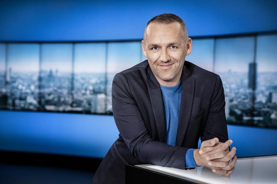 Om zich te kunnen focussen op het tv-programma , houdt Xavier Taveirne op Radio 1 voor bekeken.