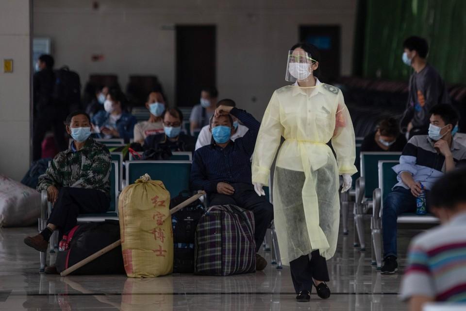 Wuhan, waar het virus eerst woedde, herstelt intussen langzaam. Hier beelden van een busstation vandaag.