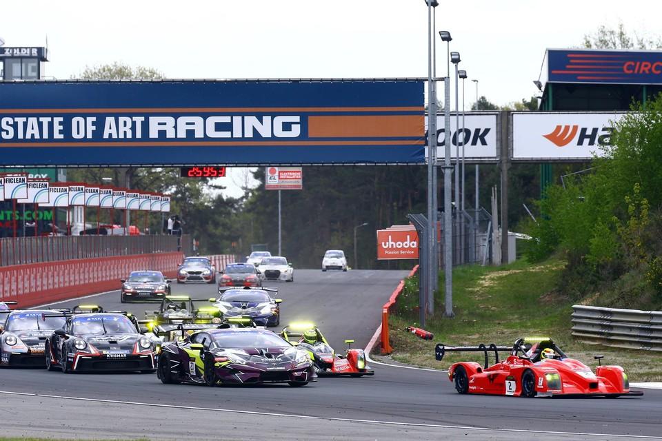 Start van het nieuwe seizoen met een Norma en een Lamborghini op de eerste rij.
