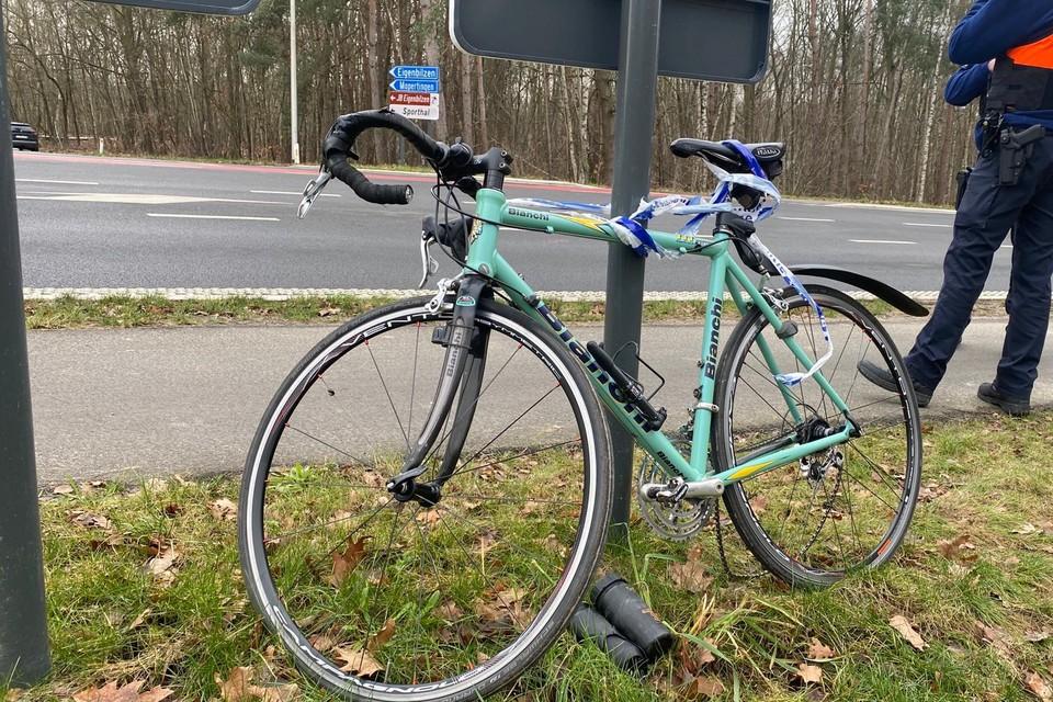 De fietser werd in zorgwekkende toestand naar het ziekenhuis gebracht.